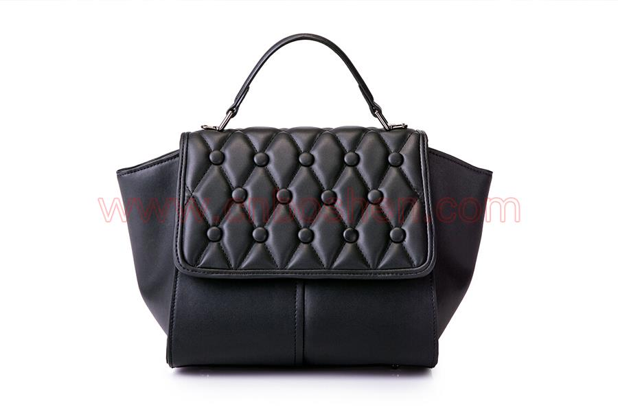Quality inspection of semi-manufactured goods should never be ignored by handbag manufacturers in Guangzhou