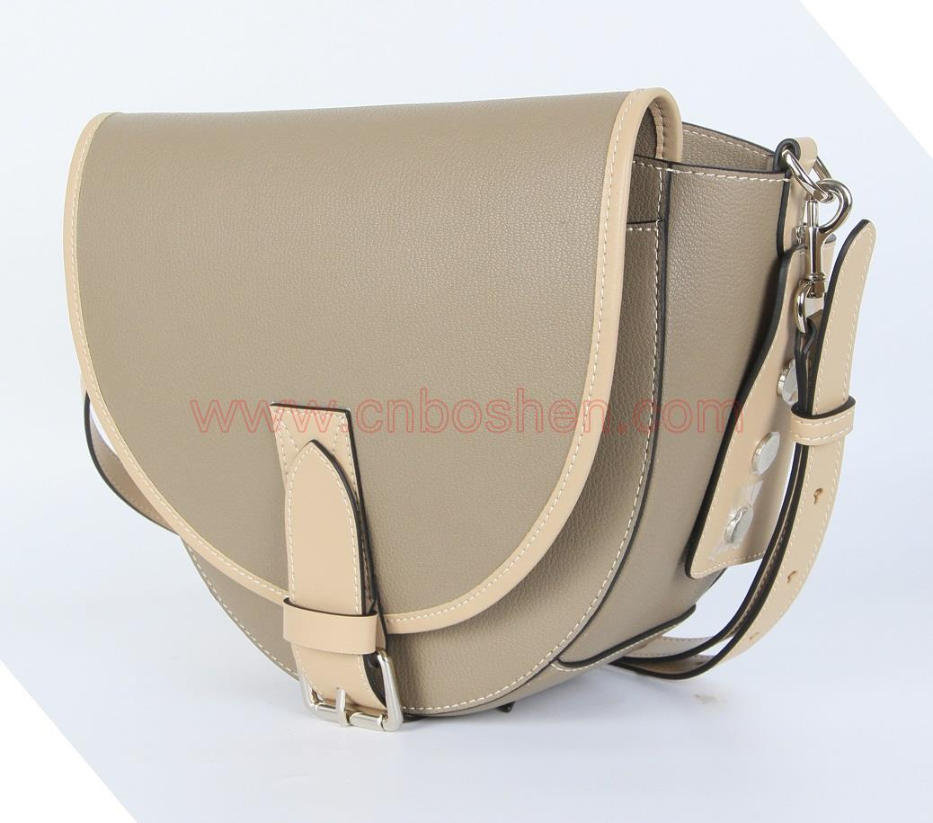 How to deal with the paint edge cracking of real-leather bag customized by a leather bag manufacturer?